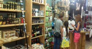"""ethno"" souvenirs στην Καλαμάτα, φέρνει σε επαφή τους επισκέπτες της πόλης με τοπικά προϊόντα!"