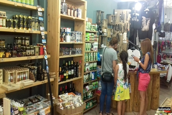 """ethno"" souvenirs στην Καλαμάτα, φέρνει σε επαφή τους επισκέπτες της πόλης με τοπικά προϊόντα! 80"