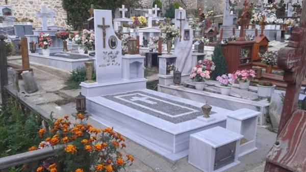 Το μήνυμα του μακαρίτη σε νεκροταφείο που έγινε viral: «Όποιος μου πάρει τα λουλούδια, θα τον πάρω μαζί μου» 3