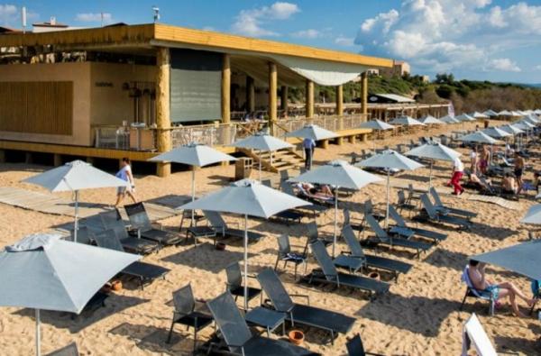 Απίστευτο βίντεο: Η οροφή στο beach bar του Costa Navarino έχει γίνει viral! 39