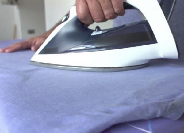 Το απίστευτο κόλπο που κάνει το σιδέρωμα πιο εύκολο! 20