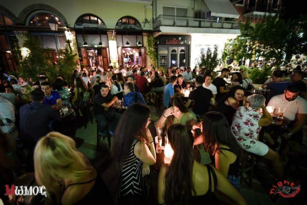 Μώμος Bar: Νέα σελίδα στην νυχτερινή διασκέδαση της Καλαμάτας 8