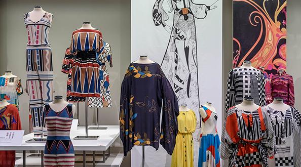 Η Ομάδα πάμε βόλτα θα επισκεφτεί  την έκθεση ΤSEKLENIS – Τα χρόνια της Μόδας στο Ναύπλιο  την Κυριακή 25 Νοεμβρίου.
