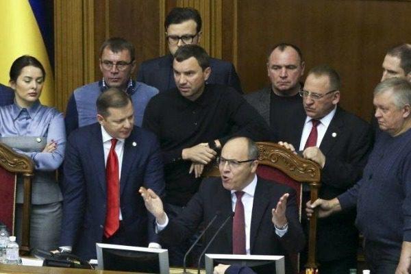 Στρατιωτικός νόμος κηρύχθηκε στην Ουκρανία ‑ Κλιμακώνεται η ένταση με Ρωσία 22