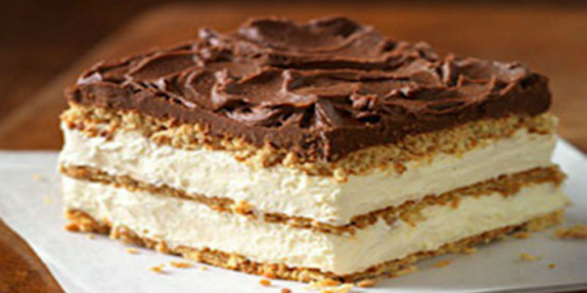 Μπισκοτογλυκό ψυγείου με ανάλαφρη κρέμα και γλάσο σοκολάτας