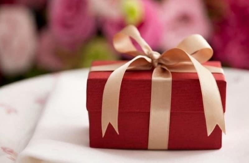 Ποιοι γιορτάζουν σήμερα, Δευτέρα 24 Δεκεμβρίου σύμφωνα με το εορτολόγιο; 24