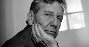 Ανακοίνωση της εταιρείας συγγραφέων  για το θάνατο του Άμος Οζ