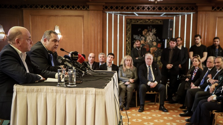 Το όνομα Μακεδονία πάνω από πρόσωπα και καρέκλες 16