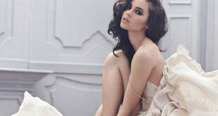 Η Miss Universe 2018 και το υπεργαλαξιακό κορμί της σας χαιρετούν