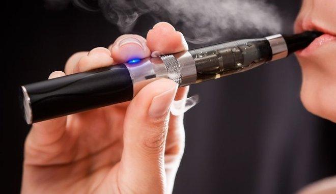 """""""Καμπανάκι"""" για το ηλεκτρονικό τσιγάρο: Προκαλεί εγκεφαλικό και έμφραγμα 2"""