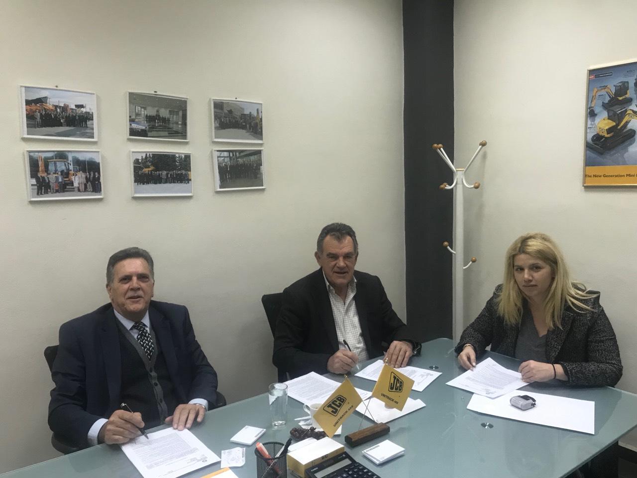 Υπογράφηκαν οι συμβάσεις για την προμήθεια 4 νέων μηχανημάτων έργου του Δήμου Μεσσήνης. 26