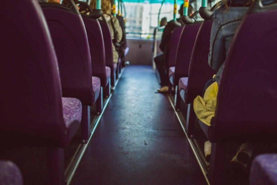 Λιποθύμησε οδηγός σχολικού στη Κορώνη, πάτησε το φρένο ο μαθητής 36