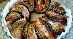 Μελιτζάνες με πατάτες ζαμπόν και μοτσαρέλα στο φούρνο (Video)