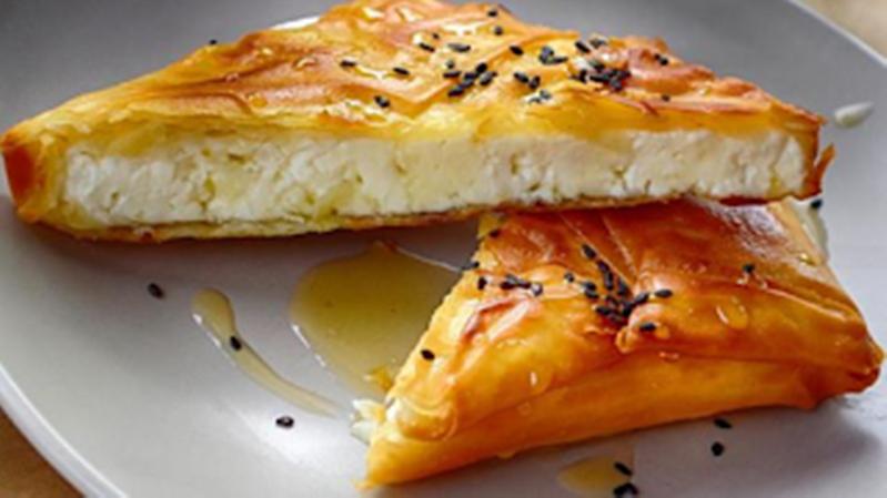 Φέτα σαγανάκι σε φύλλο κρούστας με μέλι: Όλο το φάσμα της γεύσης σε μία μπουκιά 36