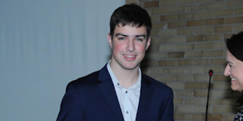 Σαρώνει τα βραβεία ο 18χρονος «Αϊνστάιν» από τα Τρίκαλα 19
