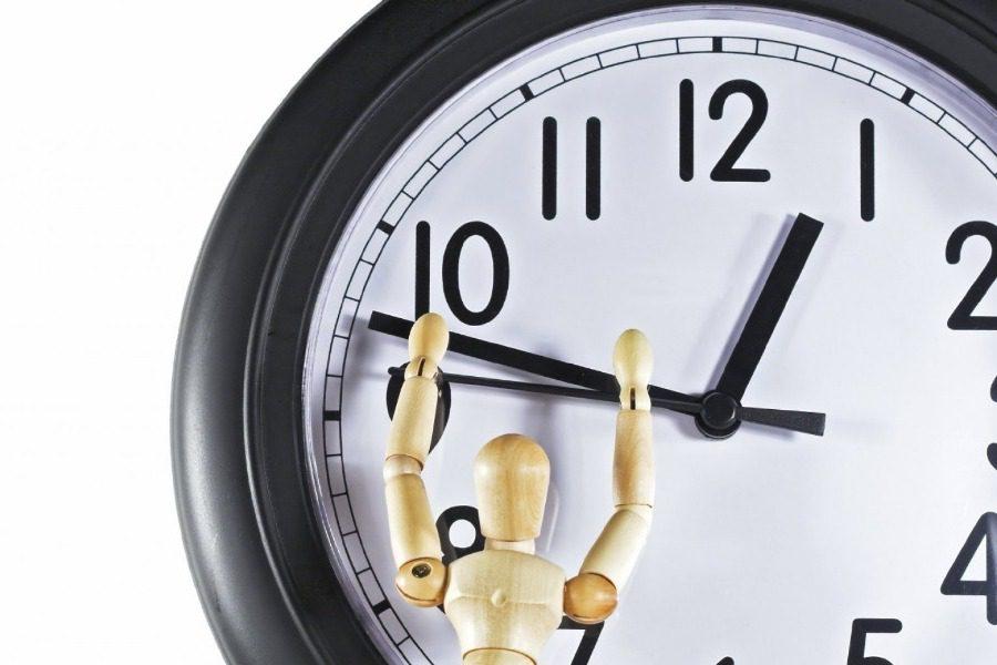 Μια ώρα μπροστά τα ρολόγια αύριο στις 03:00 τα ξημερώματα 15