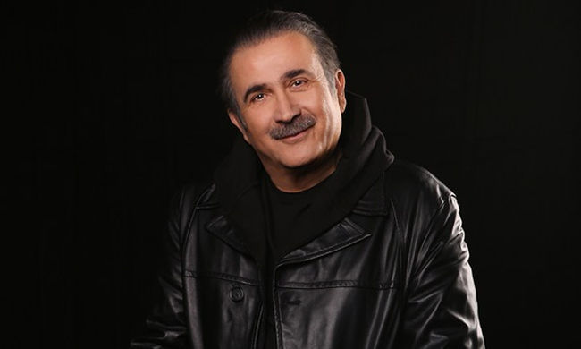 Ο Λάκης Λαζόπουλος «ξαναχτυπά»: Αλ Τσαντίρι Νιουζ και Αλ Σιχτίρι, απόψε στο OPEN 23