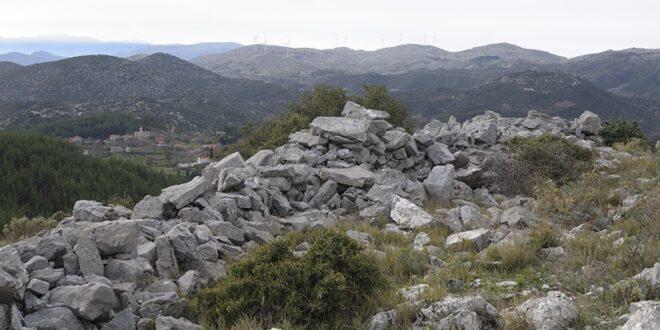 Οι φυσιολάτρες του Συλλόγου Πεζοπόρων - Ορειβατών Καλαμάτας ''Ο Ευκλής''στα ''Κολοκοτρωναίικα ταμπούρια''.