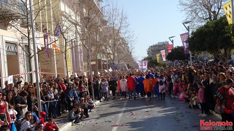 Εντυπωσιακές φωτογραφίες από την καρναβαλική παρέλαση του 7ου καλαματιανού καρναβαλιού 12