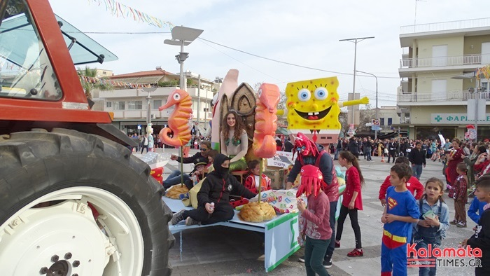 Ξυλοπόδαροι, άρματα, κόσμος, κέφι και Στικούδη - Ματιάμπα στο 159ο καρναβάλι της Μεσσήνης