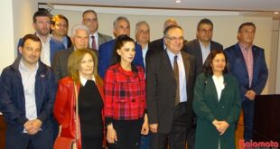 «ΚΑΛΑΜΑΤΑ ΜΠΡΟΣΤΑ» o Βασίλης Κοσμόπουλος παρουσίασε 14 νέους υποψήφιους