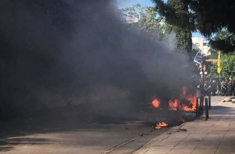 Ισχυρή έκρηξη σε πάρκινγκ! Καίγονται αυτοκίνητα 27