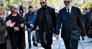 Χειροκροτήματα στην κηδεία του Θανάση Γιαννακόπουλου για τον Σπανούλη