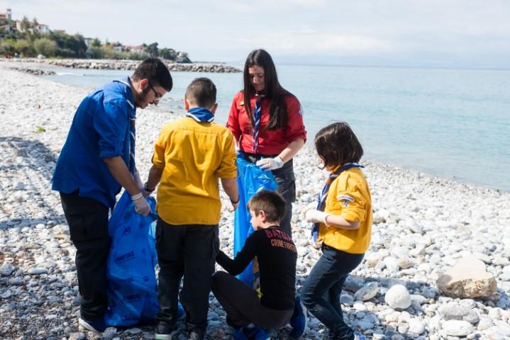 let's do it greece καθαρισμό της παραλίας στη Μικρή Μαντίνεια