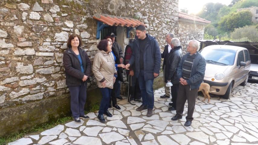 Ο Γ. Αθανασόπουλος και μέλη  του συνδυασμού «Δύναμη Δημιουργίας» στο πεταλίδι 22