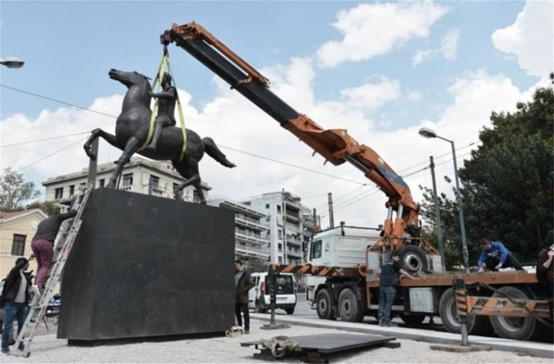 Το άγαλμα του Μεγάλου Αλεξάνδρου τοποθετήθηκε στο κέντρο της Αθήνας! 3