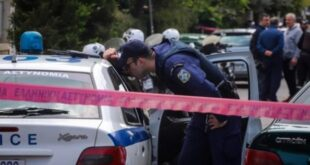 Τραγωδία στο Χαλάνδρι: Οι αστυνομικοί έβγαιναν με κλάματα από το σπίτι