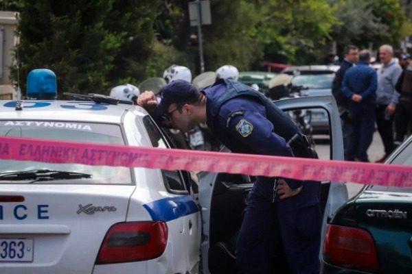 Τραγωδία στο Χαλάνδρι: Οι αστυνομικοί έβγαιναν με κλάματα από το σπίτι 13