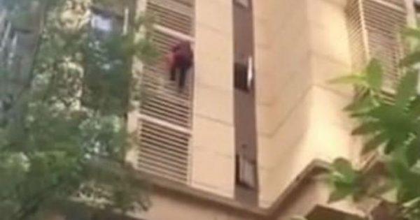 Γιαγιά με Αλτσχάιμερ κατέβηκε 10 ορόφους σαν τον spiderman