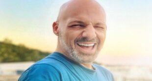 Ξυρίστηκε ο Νίκος Μουτσινάς και έγινε άλλος άνθρωπος