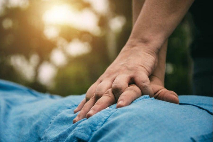 Οδηγίες πρώτων βοηθειών σε περίπτωση που πνίγεται ένα παιδί 1