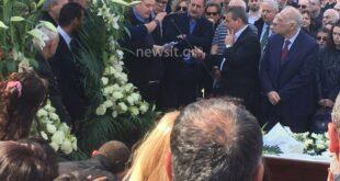 Κηδεία Βασίλη Λυριτζή: Συγκλόνισε ο Νίκος Φίλης στον επικήδειο