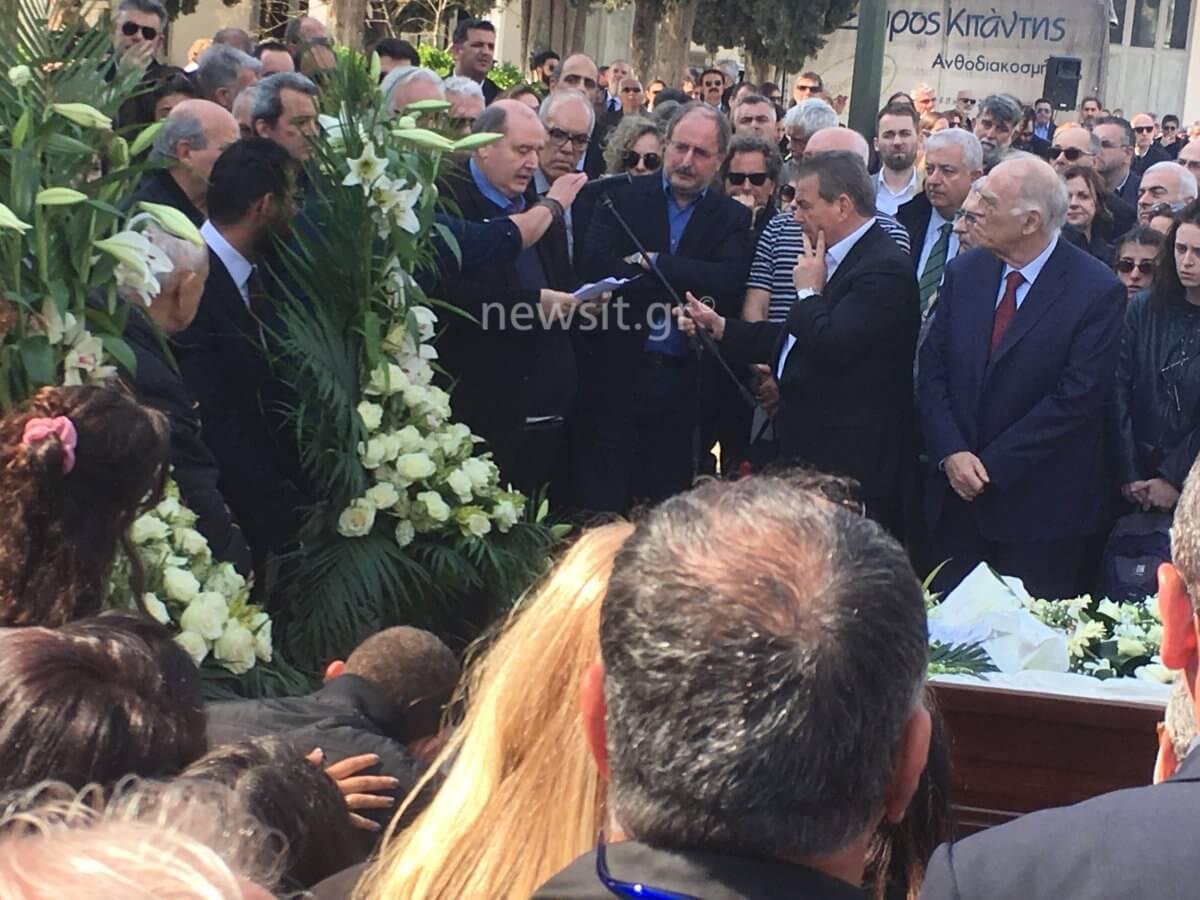 Κηδεία Βασίλη Λυριτζή: Συγκλόνισε ο Νίκος Φίλης στον επικήδειο 21