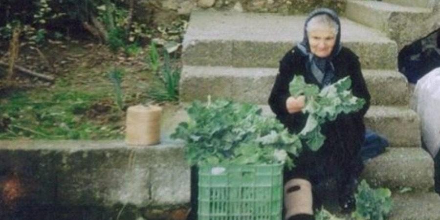 Κατερίνη: Σοκαρισμένη η 82χρονη με την παραπομπή της σε δίκη για τα χόρτα που πουλούσε στη λαϊκή 5