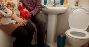 Γέννησε το μωρό της στην τουαλέτα του νοσοκομείου και υπάλληλος τράβηξε το καζανάκι