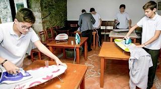 Σχολείο διδάσκει στα αγόρια πως να σιδερώνουν, να πλένουν και να κάνουν τις δουλειές του σπιτιού 2