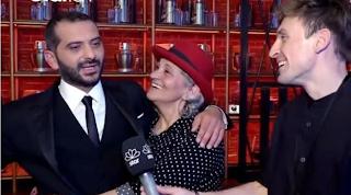 «Εγώ είμαι πιο διάσημη από τον γιο μου». Η μαμά του Λεωνίδα Κουτσόπουλου είναι απίθανη 10