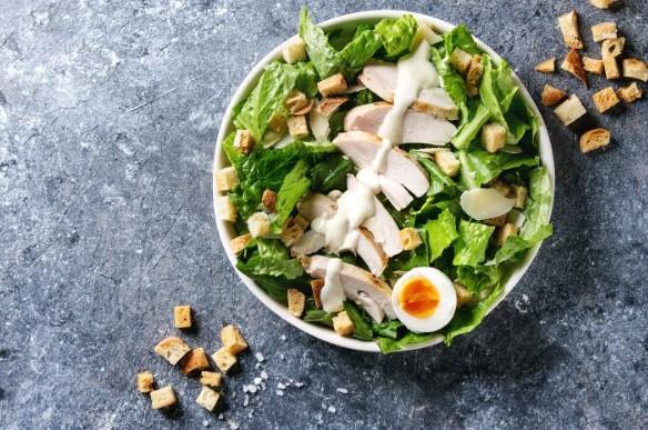 σαλάτα του Καίσαρα με αυγό