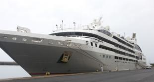 Το κρουαζιερόπλοιο «Le Lyrial» στην Καλαμάτα