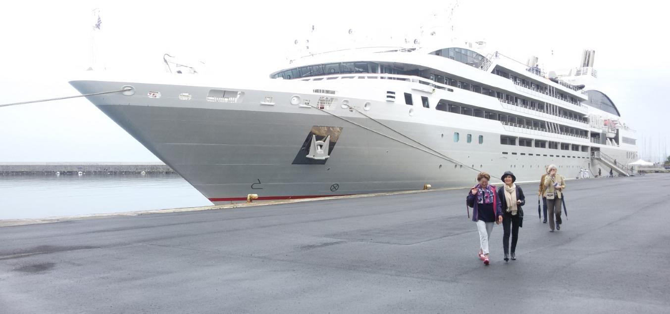 """Το κρουαζιερόπλοιο """"le lyrial"""" στην Καλαμάτα"""