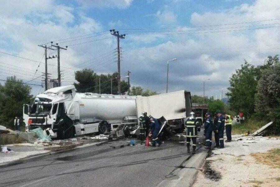 Τροχαίο με βυτιοφόρο: Νεκροί οι οδηγοί που είχαν εγκλωβιστεί 21