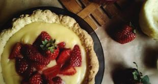 Τάρτα ανοιξιάτικη με κρέμα λεμονιού και φράουλες