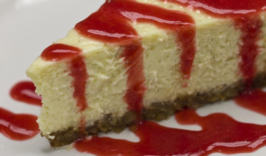 Cheesecake με βύσσινο και φράουλα