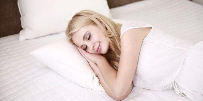 Νέα έρευνα: Ο ύπνος με φώτα και τηλεόραση παχαίνει τις γυναίκες
