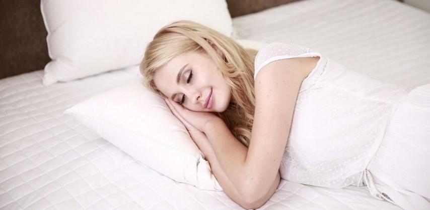 Νέα έρευνα: Ο ύπνος με φώτα και τηλεόραση παχαίνει τις γυναίκες 1