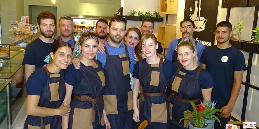 Καλαμάτα: Το προσωπικό από το καφέ Μαυροειδης με νέα εμφάνιση 23